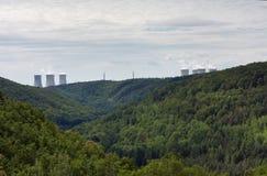 De vallei van rivier Jihlava, kernenergieinstallatie Dukovany is in Royalty-vrije Stock Foto's