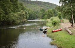 De vallei van rivier Jihlava, Tsjechische Republiek in de de zomerdag Stock Fotografie