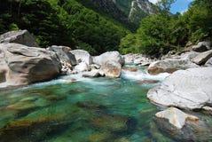 De Vallei van Verzasca in Ticino Stock Afbeeldingen