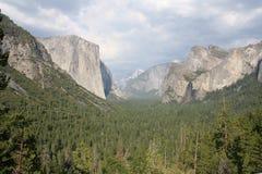 De Vallei van Yosemite bij de Mening van de Tunnel Stock Foto's