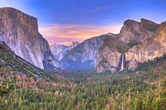 De Vallei van Yosemite bij de Mening van de Tunnel stock afbeeldingen