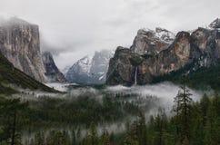 De Vallei van Yosemite bij de Mening van de Tunnel stock afbeelding