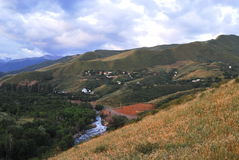 De valleilandschap van de Aksayrivier, Alma Ata, Kazachstan Royalty-vrije Stock Foto
