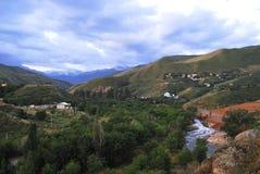 De valleilandschap van de Aksayrivier, Alma Ata, Kazachstan Stock Afbeelding
