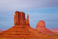 De valleivuisthandschoenen van het monument Stock Fotografie