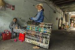 De valse verkoper van de glasesstraat in Ho Chi Minh, Vietnam Royalty-vrije Stock Foto's