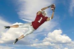 De Vangst van de voetbal met Wolken Royalty-vrije Stock Afbeeldingen