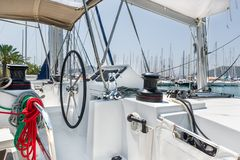 De varende post van het catamaranroer Stock Afbeeldingen