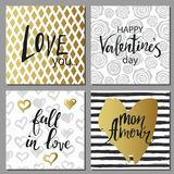 De vastgestelde kaarten van de valentijnskaartendag Kalligrafie, het van letters voorzien en gouden hand getrokken ontwerpelement Stock Foto