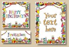 De vastgestelde malplaatjes van de de verjaardagspartij van groetkaarten met de grenzen van snoepjeskrabbels Vectorhand getrokken Stock Fotografie