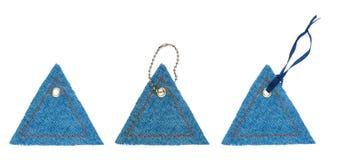 De vastgestelde markeringen van Jean in de vorm van driehoeken met metaalklinknagels Royalty-vrije Stock Fotografie