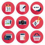 De vastgestelde pictogrammen, vlak ontwerp, voor zaken, kalender, geven uit, babbelen, foto, camera, korting, kaart, calculator,  Royalty-vrije Stock Afbeeldingen