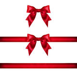 De vastgestelde rode die bogen van het lintsatijn op wit worden geïsoleerd Royalty-vrije Stock Afbeelding