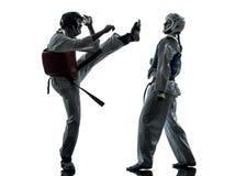 De vechtsportenman van het karatetaekwondo het silhouet van het vrouwenpaar Stock Foto's