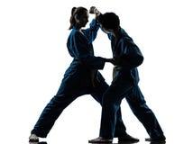 De vechtsportenman van karatevietvodao het silhouet van het vrouwenpaar Stock Foto