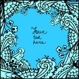 De vector leuke achtergrond van het krabbel blauwe bloemenkader Stock Foto's