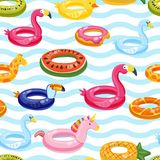 De vector naadloze zwembadvlotter belt patroon Veelkleurig opblaasbaar leuk jonge geitjesspeelgoed en gestreepte achtergrond Royalty-vrije Stock Foto