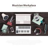 De vector vlakke illustraties van de musicuswerkruimte Musicus werkend kabinet met digitaal materiaal Correct kunstconcept vector illustratie