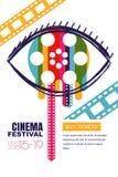 De vectoraffiche van het bioskoopfestival, banner Menselijk oog met filmspoel in leerling De kaartjes van het verkooptheater, het vector illustratie