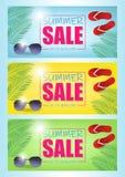 De vectordiebanner van de de zomerverkoop met 50 van van de kortingstekst en zomer elementen op kleurrijke achtergronden voor Web vector illustratie