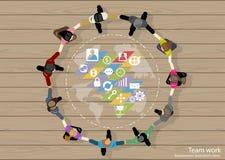 De vectorideeën van de de Zakenliedenuitwisseling van ideeën van het teamwerk die, hand in hand samen met een wereldkaart, pictog Royalty-vrije Stock Afbeeldingen