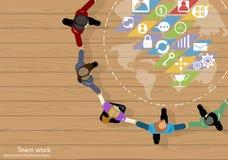 De vectorideeën van de de Zakenliedenuitwisseling van ideeën van het teamwerk die, hand in hand samen met een wereldkaart, pictog Royalty-vrije Stock Foto