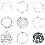 De vectorreeks van 9 overhandigt getrokken gekrabbelcirkels Het ontwerpelementen van het embleem Royalty-vrije Stock Foto's