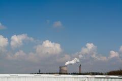 De veelvoudige de Elektrische centraleschoorstenen van de Steenkool Fossiele Brandstof zenden Koolstofdi uit royalty-vrije stock afbeeldingen