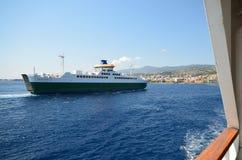 De veerboot die Italië met Sicilië verbindt royalty-vrije stock foto's