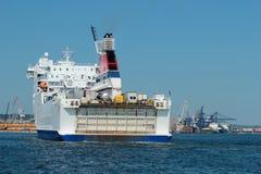 De veerboot gaat aan de haven in Gdynia binnen Royalty-vrije Stock Afbeeldingen
