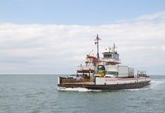 De veerboot van de rivierklasse tussen de Eilanden van Ocracoke en Hatteras-in het Noorden royalty-vrije stock foto