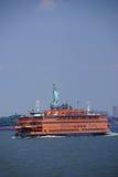 De Veerboot van het Eiland van Staten en Standbeeld van Vrijheid Royalty-vrije Stock Foto