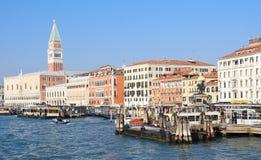 De veerbootdok van Venetië Stock Foto