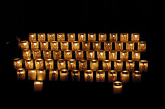 De vele kaarsen met Madonna Stock Foto's