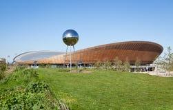 De Velodrome het Cirkelen Arena in Koningin Elizabeth Olympic Park Stock Afbeeldingen