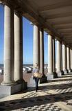 De Venetiaan enKoninklijke Galeries die het Thermae-Paleishotel, Ostende, West-Vlaanderen, België omhelzen. Stock Foto's
