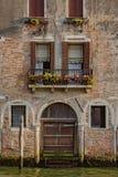 De Venetiaanse bouw over kanaal in Venetië, Italië royalty-vrije stock foto's