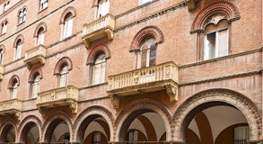 De Vensters van Bologna Stock Afbeeldingen