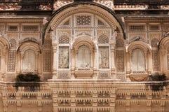De vensters van de Ornatedsteen van het paleis bij Mehrangarh-Fort, Jodhpur, India Stock Afbeeldingen