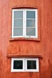 De vensters van het blokhuis Stock Foto's