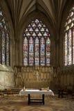 De Vensters van het gebrandschilderd glas - de Kathedraal van Putten - Engeland Stock Afbeelding