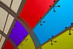 De vensters van het kleurenglas van achtergrond Royalty-vrije Stock Afbeeldingen