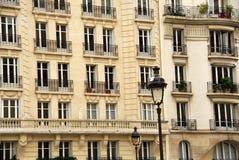 De vensters van Parijs Stock Foto's