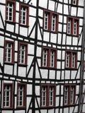 De vensters van de Tudorstijl in Monchau Stock Foto's