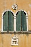 De vensters van Venetië Stock Fotografie