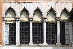 De Vensters van Venetië Stock Afbeelding