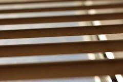 De vensterzonneblinden, openen half royalty-vrije stock afbeeldingen