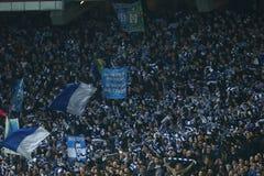 De ventilators die van dynamokyiv genoteerd doel in de Ligaronde van UEFA Europa vieren van 16 tweede beengelijke tussen Dynamo e Stock Afbeeldingen