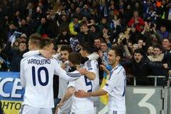 De ventilators die van dynamokyiv genoteerd doel met spelers, de Ligaronde van UEFA Europa van 16 tweede beengelijke tussen Dynam stock afbeeldingen
