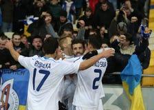 De ventilators die van dynamokyiv genoteerd doel met spelers, de Ligaronde van UEFA Europa van 16 tweede beengelijke tussen Dynam Royalty-vrije Stock Fotografie